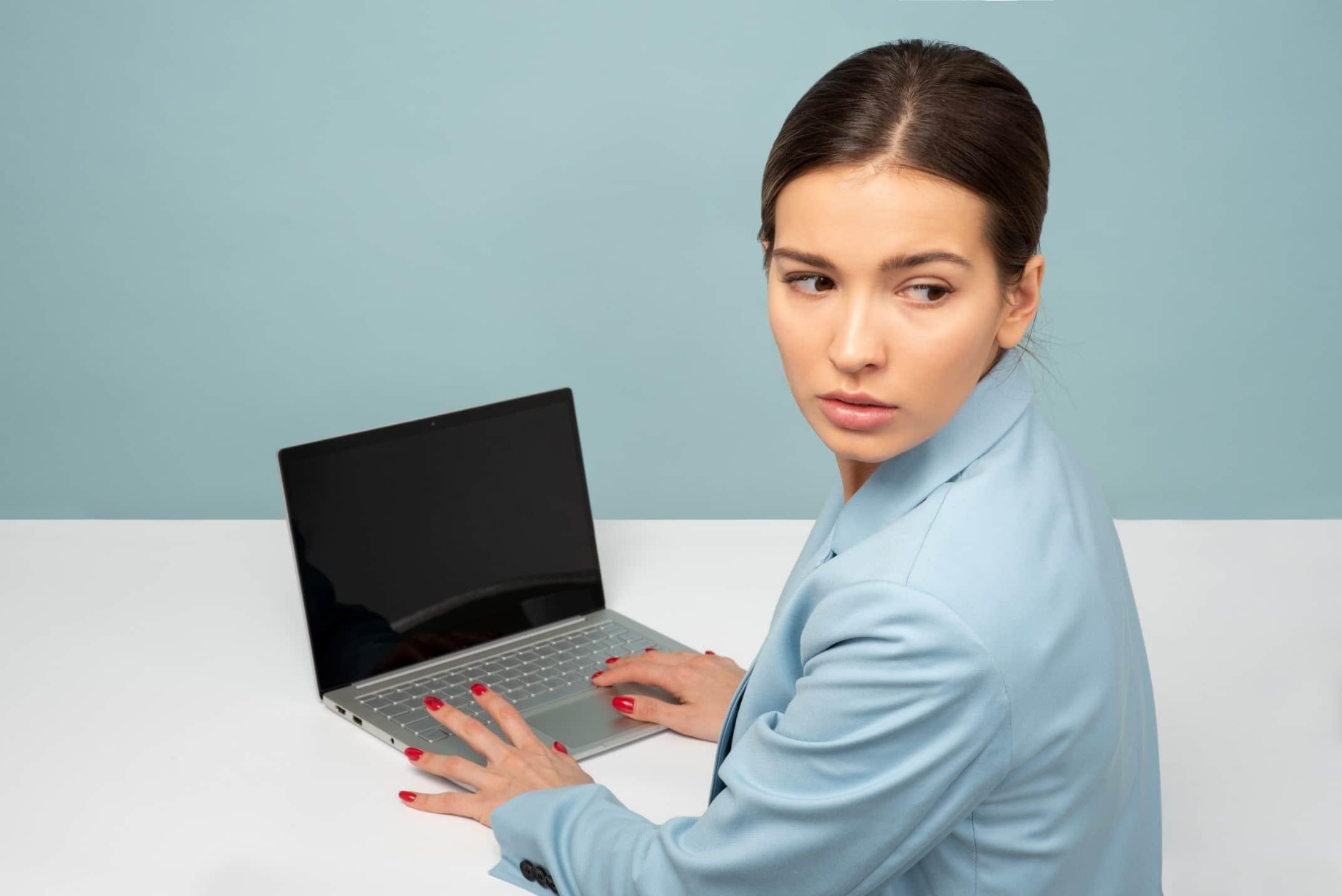 強力なパスワードで、ノートPCをサイバー犯罪者から守る方法