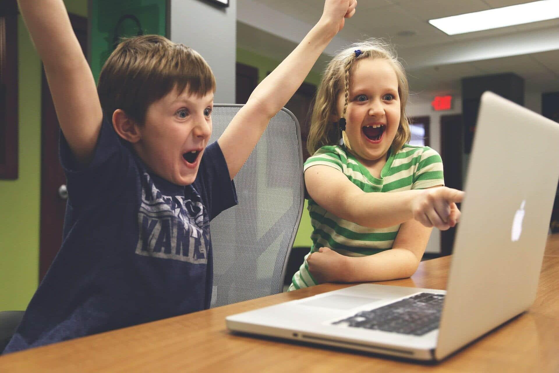 ソーシャルメディアに自分の子供の写真を投稿することの危険